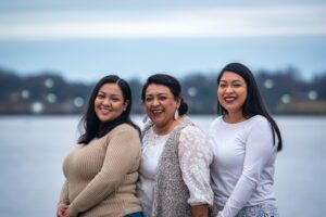 Mother & Daughters posing together. Credits: Gabriel Tovar, Unsplash.
